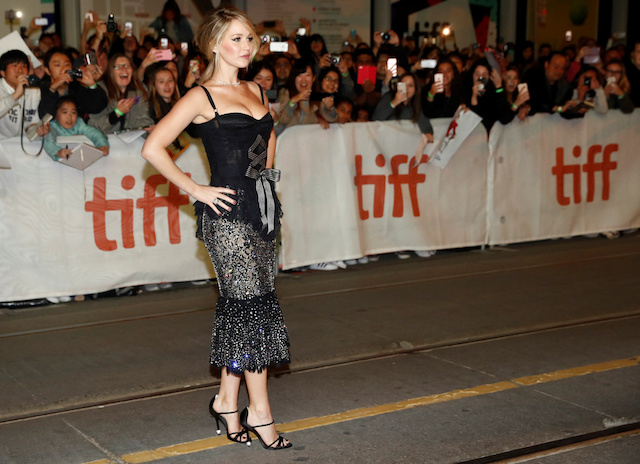 "Actor Jennifer Lawrence arrives on the red carpet for the film ""Mother!"" at the Toronto International Film Festival (TIFF), in Toronto, Canada, September 10, 2017. REUTERS/Mark Blinch - RC1F2AC8C2B0"
