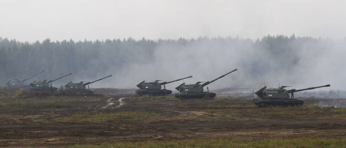 Armoured vehicles and helicopters take part in the Zapad 2017 war games at a range near the town of Borisov, Belarus September 20, 2017. REUTERS/Vasily Fedosenko - UP1ED9K0PPP0Z