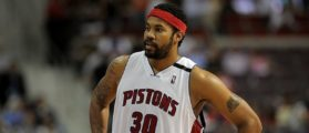 AUBURN HILLS, MI - APRIL 24: Rasheed Wallace #30 of the Detroit Pistons looks across the court in Game Three of the Eastern Conference Quarterfinals against the Cleveland Cavaliers during the 2009 NBA Playoffs at the Palace of Auburn Hills on April 24, 2009 in Auburn Hills, Michigan. The Cavaliers won 79-68. NOTE TO USER: User expressly acknowledges and agrees that, by downloading and or using this photograph, User is consenting to the terms and conditions of the Getty Images License Agreement. (Photo by Gregory Shamus/Getty Images)