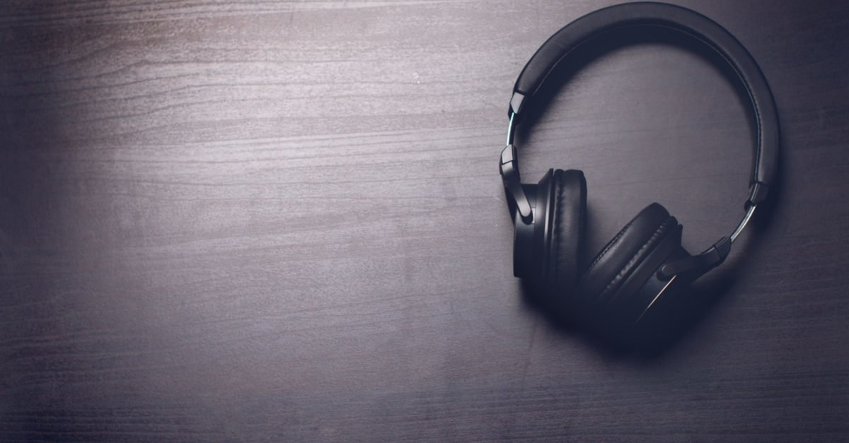 Shutterstock/ Headphones on a dark background. Music accessories. Blue-tooth headphones without cable. Shutterstock/ Tibor Duris