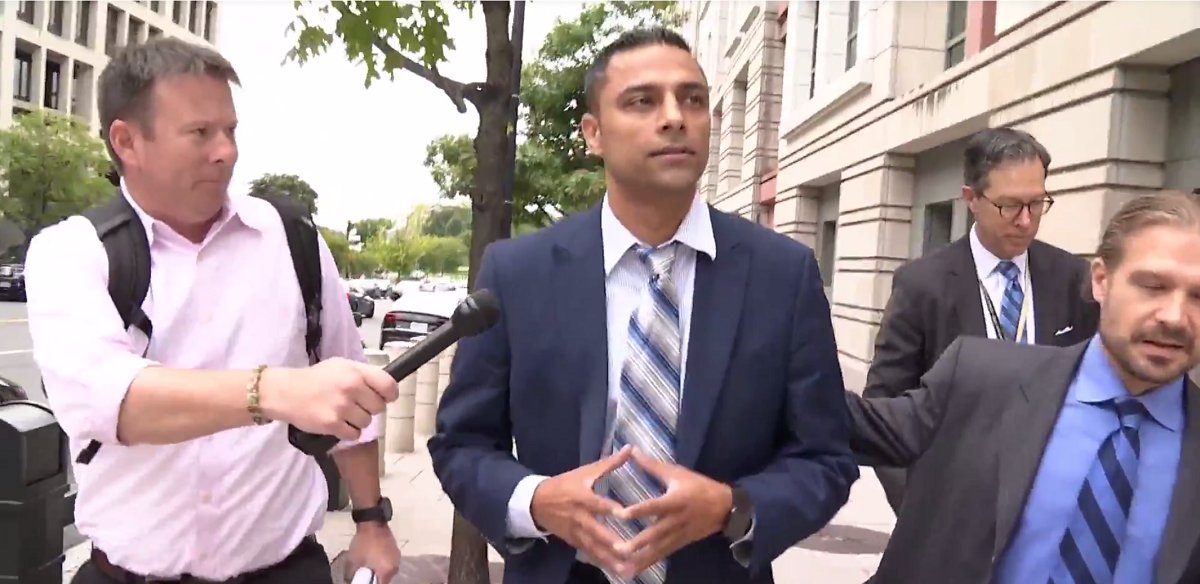 Imran Awan entering federal court for his arraignment Sept. 1, 2017. (Screenshot from One America News used with permission) | Imran Awan Explained On Fox News