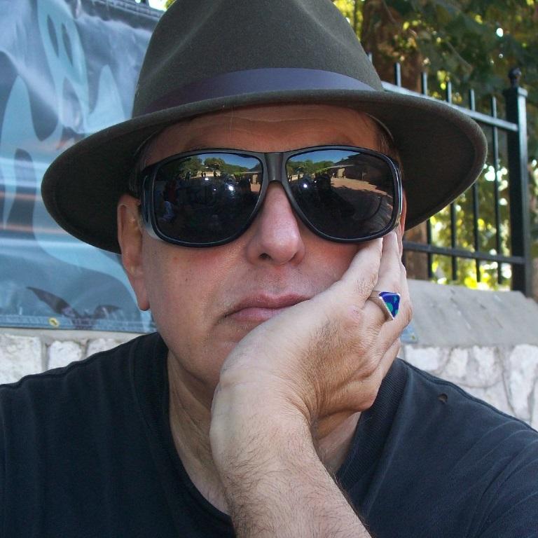 Photo of Armando Simón