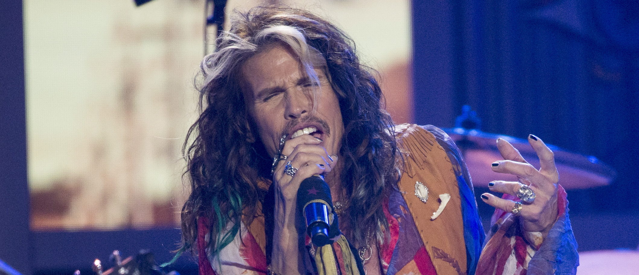Singer Steven Tyler performs during the American Idol XIV 2015 Finale at Dolby theatre in Hollywood, California May 13, 2015. (REUTERS/Mario Anzuoni)