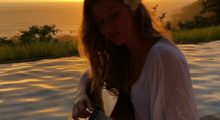 Gisele Bündchen looks like a sun goddess in this shot shared after New Years. (photo: Instagram)