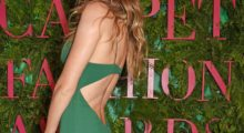 Gisele Bündchen shows off her backside in the gorgeous green dress on the red carpet. (photo: Instagram)