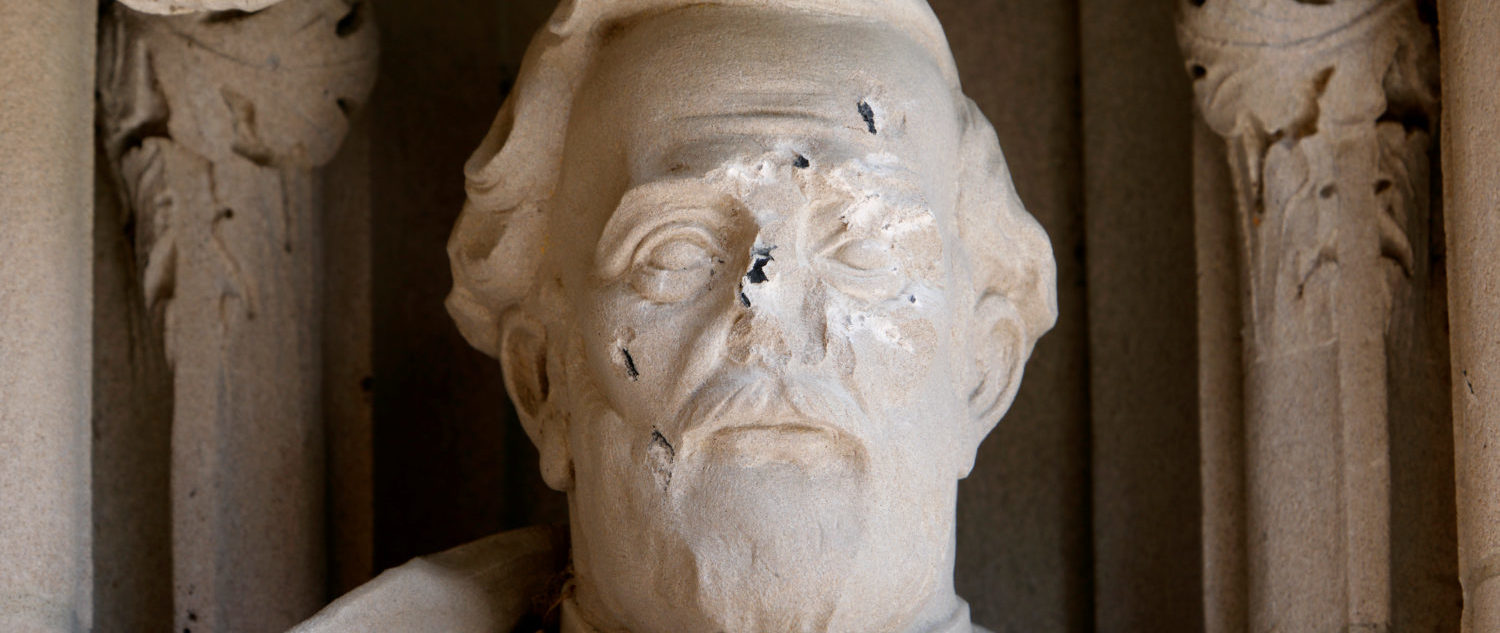 Damage is seen to the face of a statue of Confederate commander General Robert E. Lee at Duke University's Duke Chapel in Durham, North Carolina, U.S. August 17, 2017. REUTERS/Jonathan Drake TPX IMAGES OF THE DAY - RTS1C941