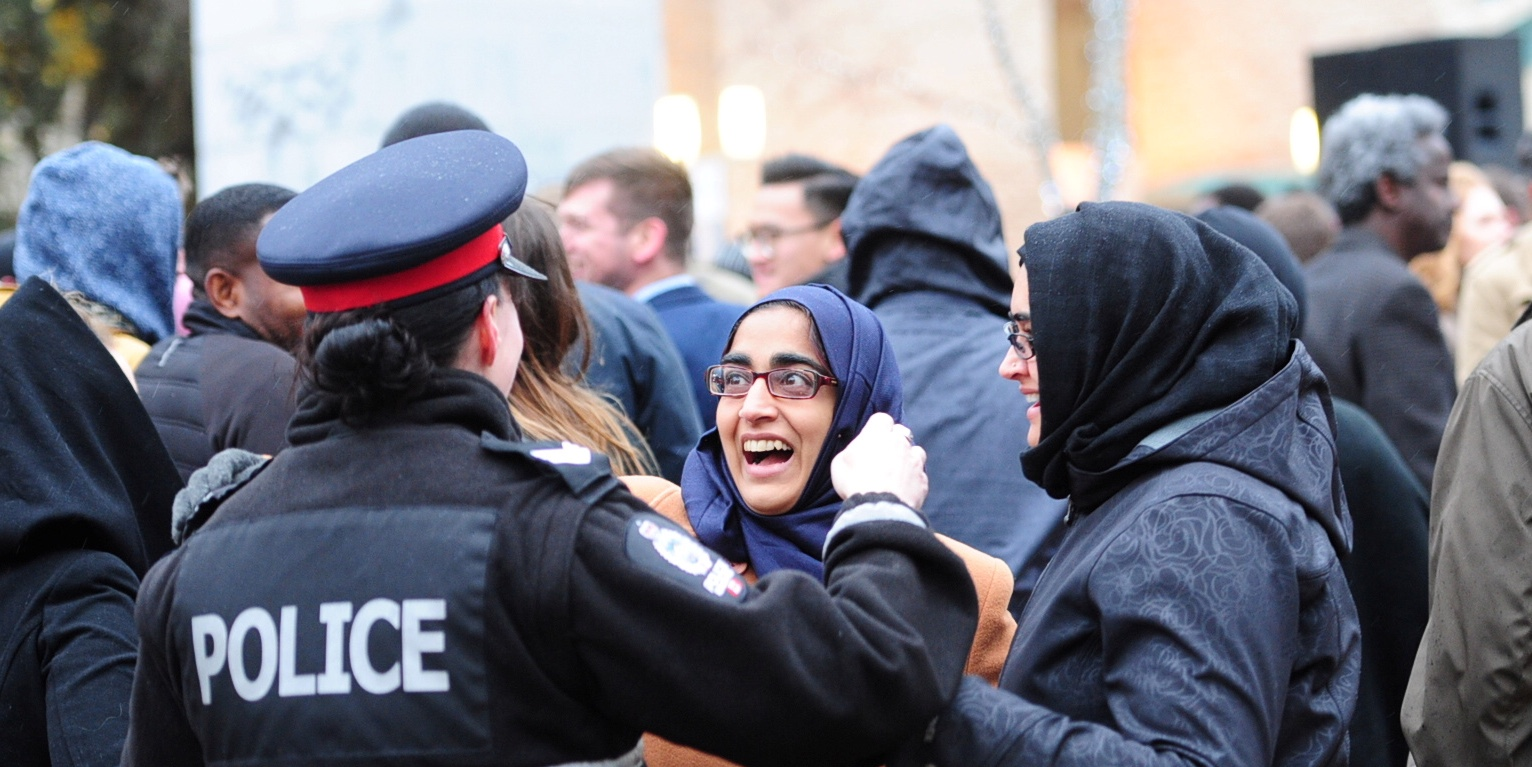 Muslim women speak to a police woman during a rally, organised by the Alberta Muslim Public Affairs Council (AMPAC) in solidarity with the Edmonton Police Service, following an attack in Edmonton, Canada October 1, 2017. REUTERS/Candace Elliott