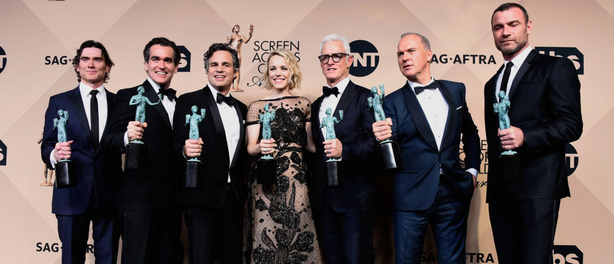 LOS ANGELES, CA - JANUARY 30:  (L-R) Actors Billy Crudup, Brian d'Arcy James, Mark Ruffalo, Rachel McAdams, John Slattery, Michael Keaton, and Liev Schreiber, winners for Outstanding Performance by a Cast in a Motion Picture 'Spotlight,' pose in the press room during the 22nd Annual Screen Actors Guild Awards at The Shrine Auditorium on January 30, 2016 in Los Angeles, California.  (Photo by Frazer Harrison/Getty Images)