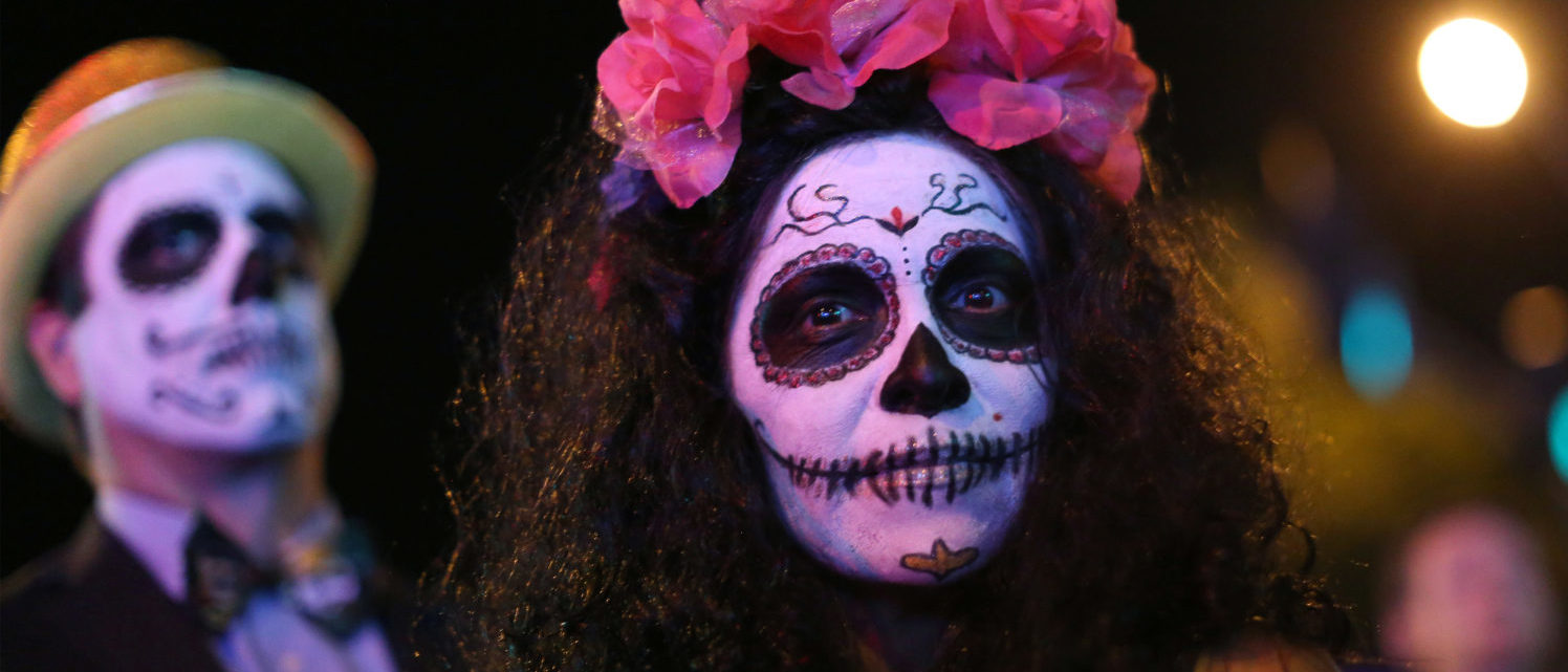 People wear Day of the Dead style costumes at the West Hollywood Halloween Carnaval in West Hollywood, California U.S., October 31, 2016. Picture taken October 31, 2016. (Photo: REUTERS/David McNew)