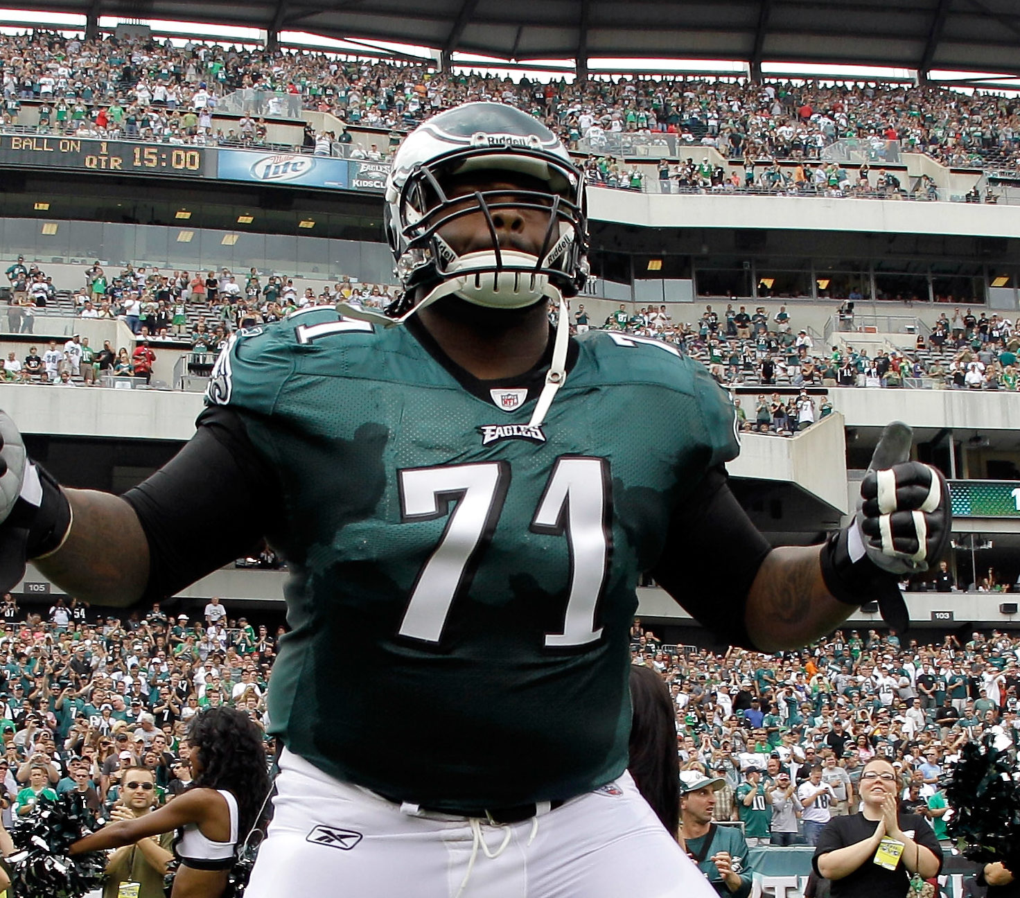 PHILADELPHIA, PA - SEPTEMBER 25: Jason Peters #71 of the Philadelphia Eagles takes the field against the New York Giants during the game at Lincoln Financial Field on September 25, 2011 in Philadelphia, Pennsylvania. (Photo by Rob Carr/Getty Images)