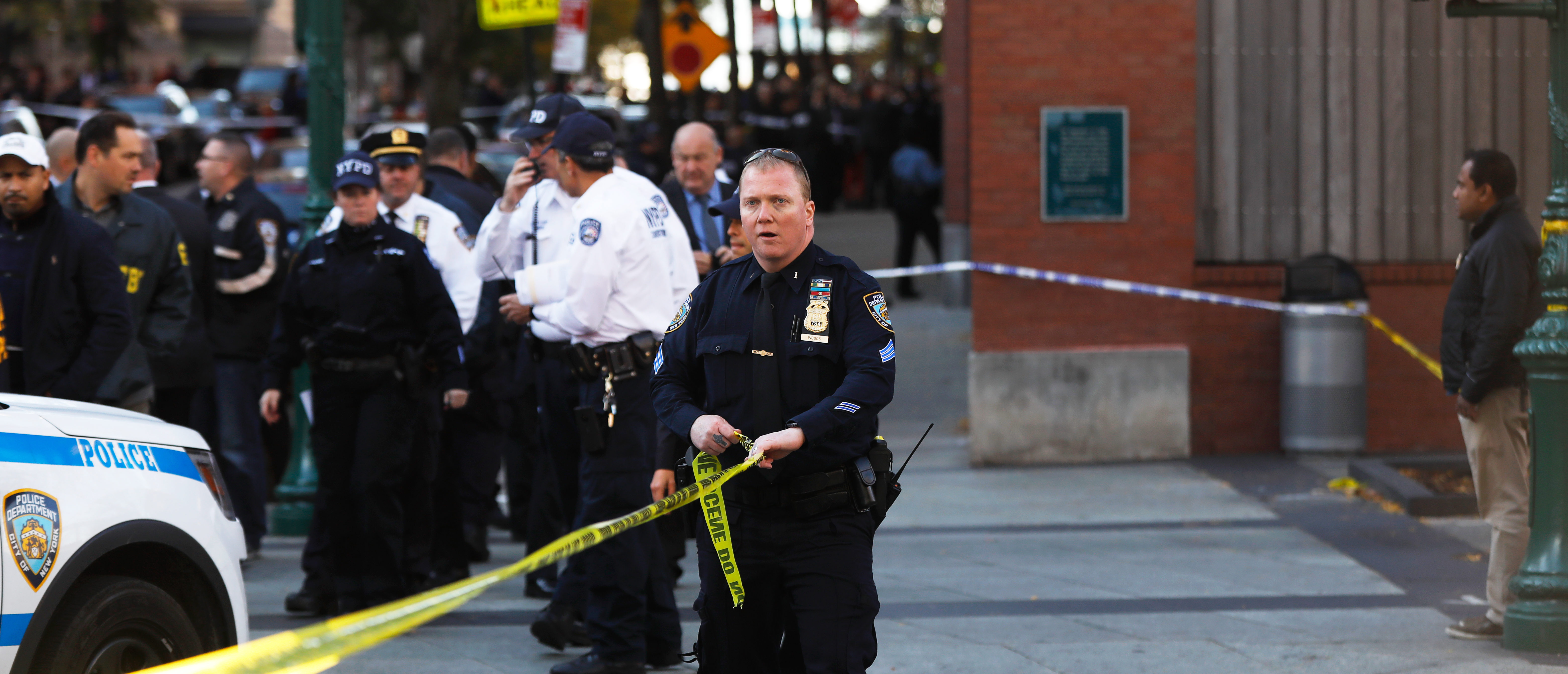 Police block off the street after a shooting incident in New York City, U.S. October 31, 2017. REUTERS/Shannon Stapleton - HP1EDAV1LQI18