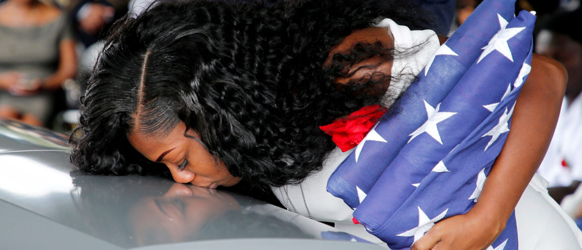 Myeshia Johnson, wife of U.S. Army Sergeant La David Johnson, who was among four special forces soldiers killed in Niger, kisses his coffin at a graveside service in Hollywood, Florida, October 21, 2017.  (Photo: REUTERS/Joe Skipper)