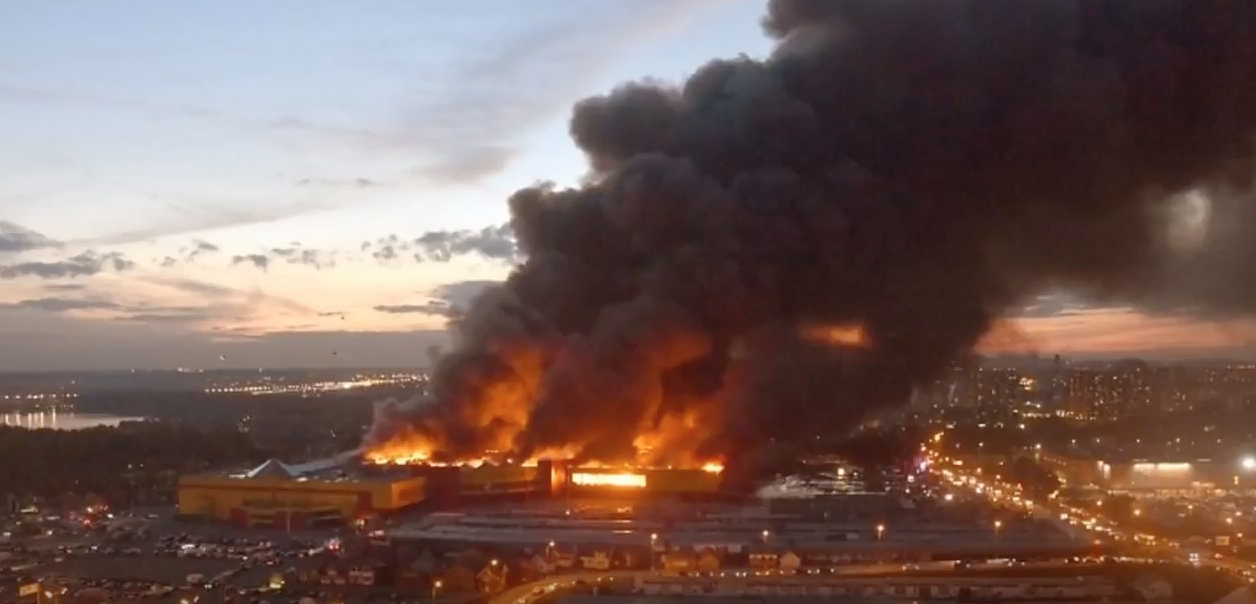 Shopping mall in Moscow catches fire. (Youtube screenshot/World News)