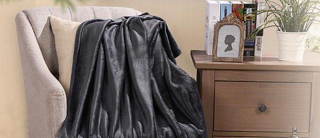Cozy blanket (Photo via Amazon)