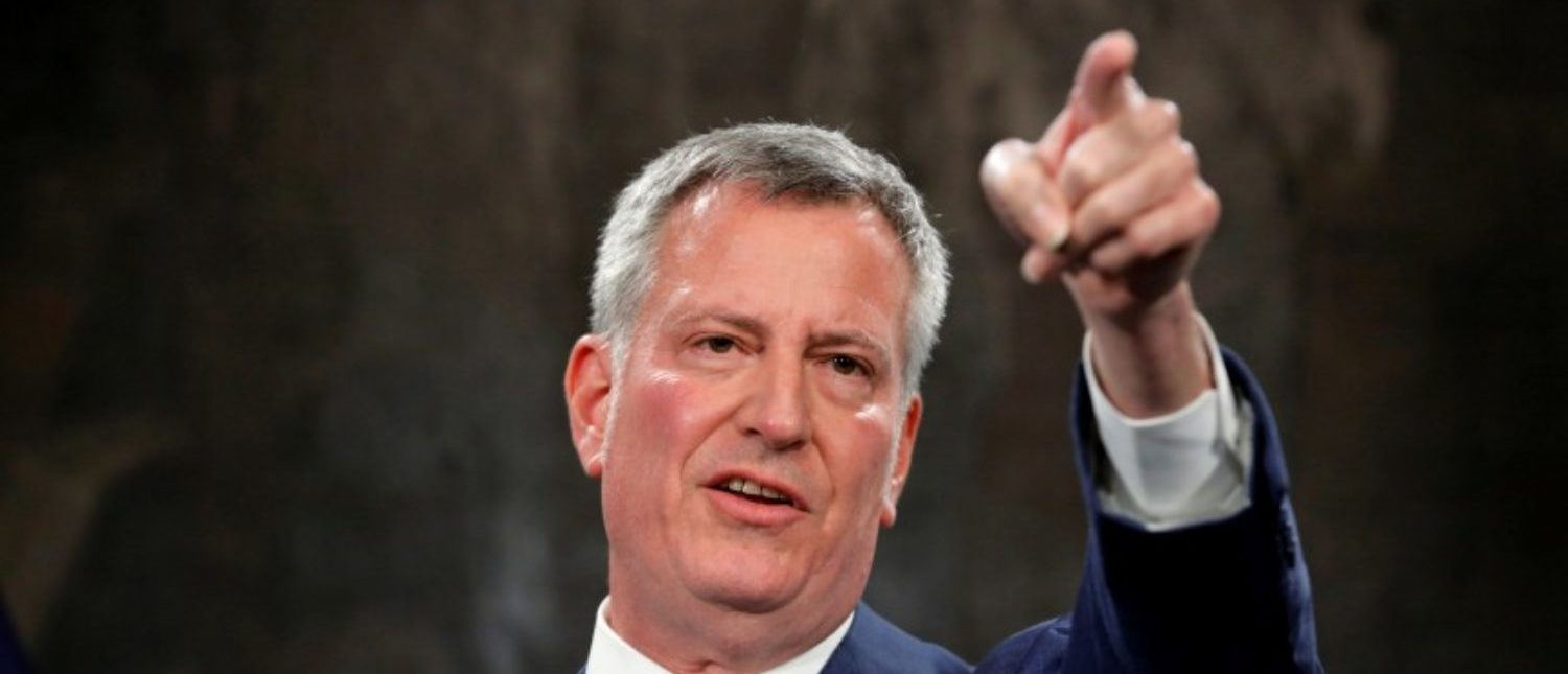 FILE PHOTO:    New York Mayor Bill de Blasio speaks regarding the U.S. President Donald Trump's federal budget proposal with New York Police Department Commissioner James O'Neill at city hall in New York, U.S., March 16, 2017. (Photo:  REUTERS/Lucas Jackson/File Photo)
