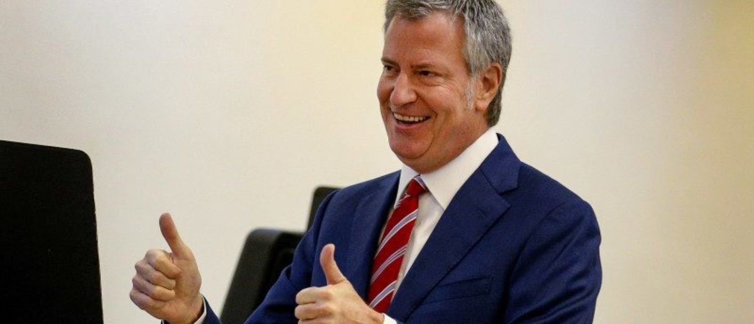 New York City Mayor Bill de Blasio gives a thumbs up after after casting his vote for re-election in the Park Slope section of the Brooklyn borough of New York City, U.S. November 7, 2017. REUTERS/Brendan McDermid
