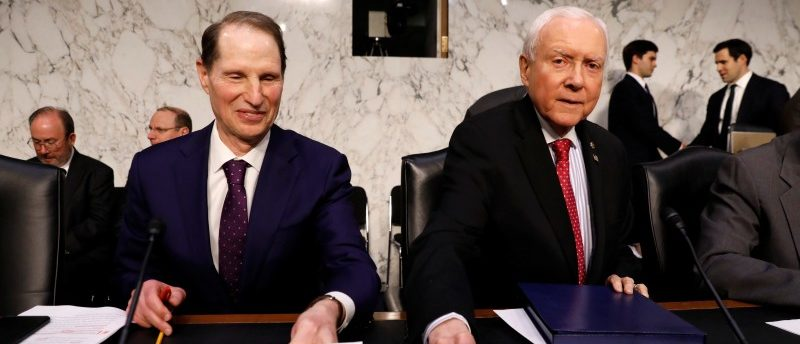 """Senate Finance Committee Chairman Orrin Hatch and ranking member Ron Wyden take their seats for a markup on the """"Tax Cuts and Jobs Act"""" on Capitol Hill in Washington, November 13, 2017. REUTERS/Kevin Lamarque"""