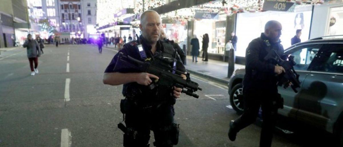 Armed police run along Oxford Street, London, Britain November 24, 2017. REUTERS/Peter Nicholls