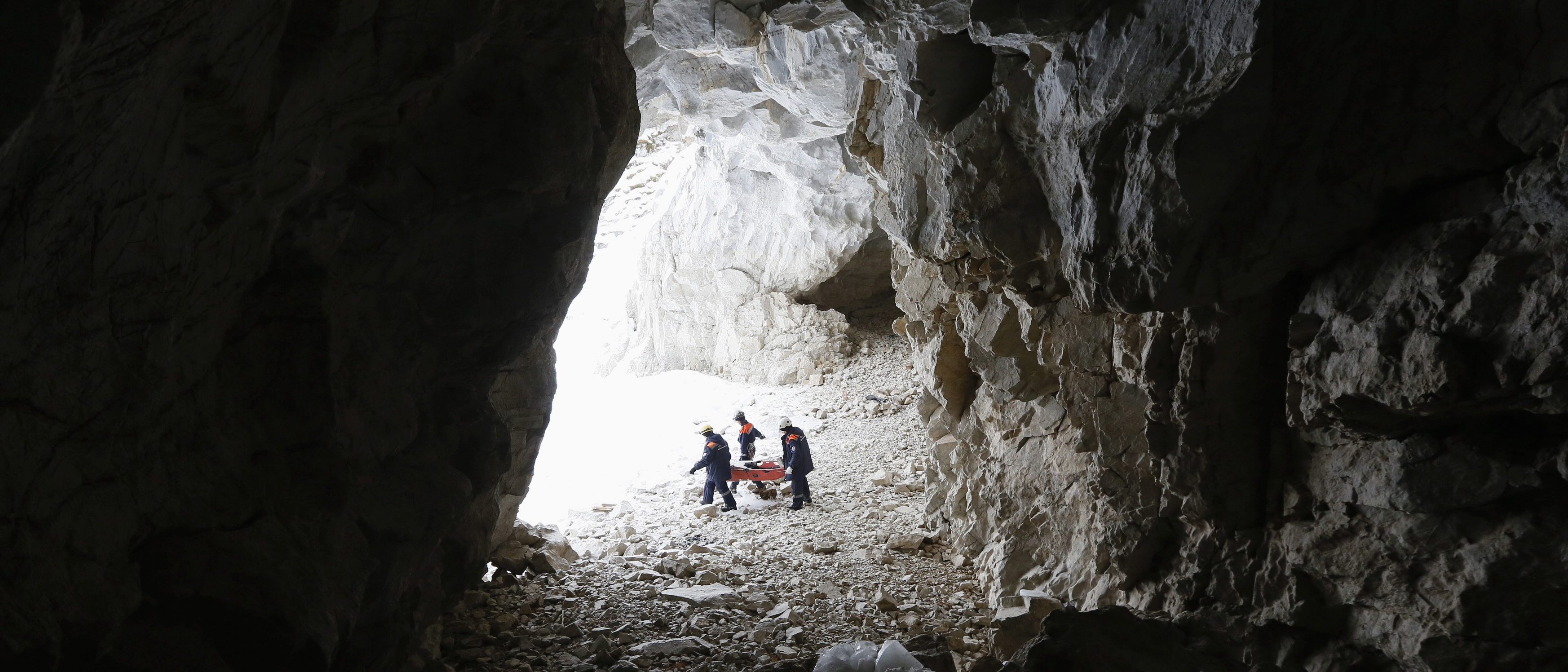 "Members of the ""Spasatel"" (Rescuer) state regional search and rescue service group carry a full-size wooden dummy inside a karstic cave during a training session dedicated to evacuation under the conditions of rock climbing on the bank of the frozen Biryusa Bay of Yenisei River near Krasnoyarsk, Siberia, March 3, 2015. REUTERS/Ilya Naymushin"