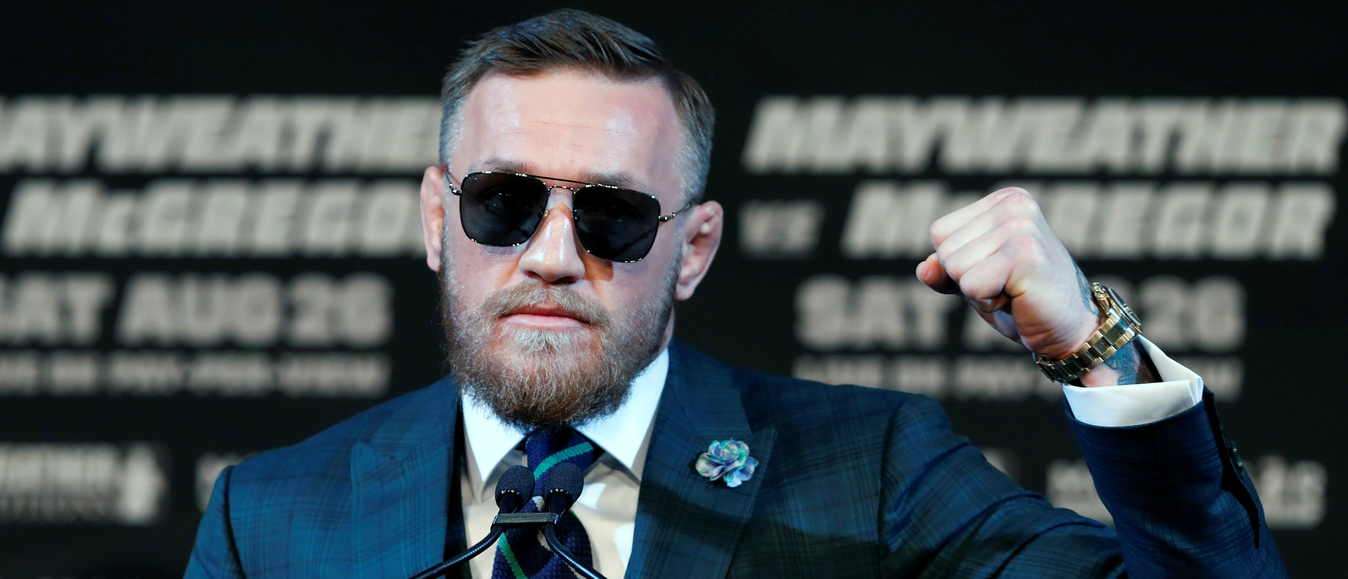 Conor McGregor of Ireland makes a fist during a news conference in Las Vegas, Nevada U.S. on August 23, 2017. REUTERS/Las Vegas Sun/Steve Marcus - RC1DE250DB00