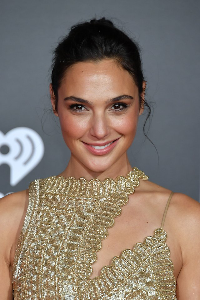 HOLLYWOOD, CA - NOVEMBER 13: Actor Gal Gadot attends the premiere of Warner Bros. Pictures 'Justice League' at the Dolby Theatre on November 13, 2017 in Hollywood, California. (Photo by Neilson Barnard/Getty Images)