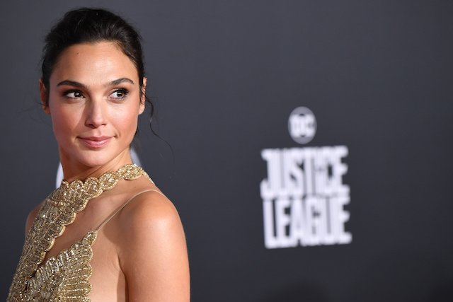 "Actress Gal Gadot arrives for the world premiere of Warner Bros. Pictures' ""Justice League,"" November 13, 2017 at the Dolby Theater in Hollywood, California. / AFP PHOTO / Robyn Beck (Photo credit should read ROBYN BECK/AFP/Getty Images)"