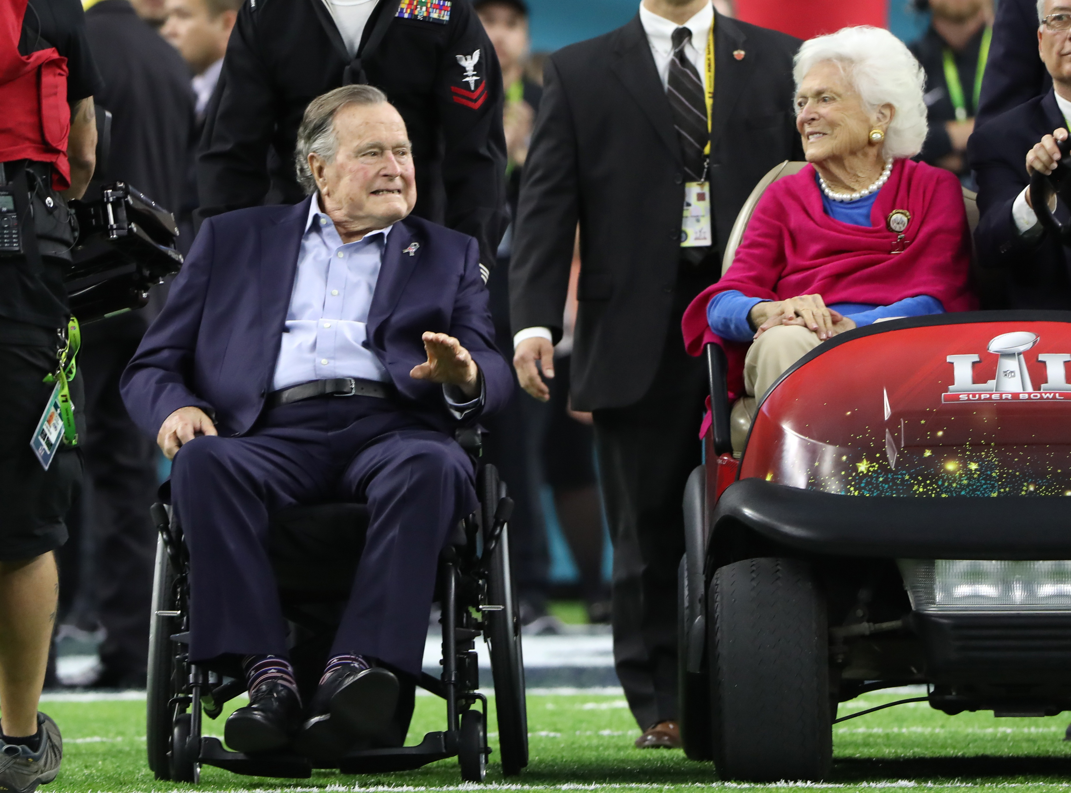 Former U.S. President George H.W. Bush and former first lady Barbara Bush arrive on the field to do the coin toss ahead of the start of Super Bowl LI between the New England Patriots and the Atlanta Falcons in Houston, Texas, U.S., on February 5, 2017. REUTERS/Adrees Latif - HT1ED251U6J00