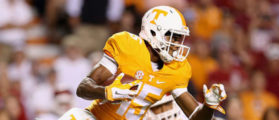 KNOXVILLE, TN - SEPTEMBER 12: Jauan Jennings #15 of the Tennessee Volunteers runs with the ball after a reception against the Oklahoma Sooners during the game at Neyland Stadium on September 12, 2015 in Knoxville, Tennessee. (Photo by Andy Lyons/Getty Images)