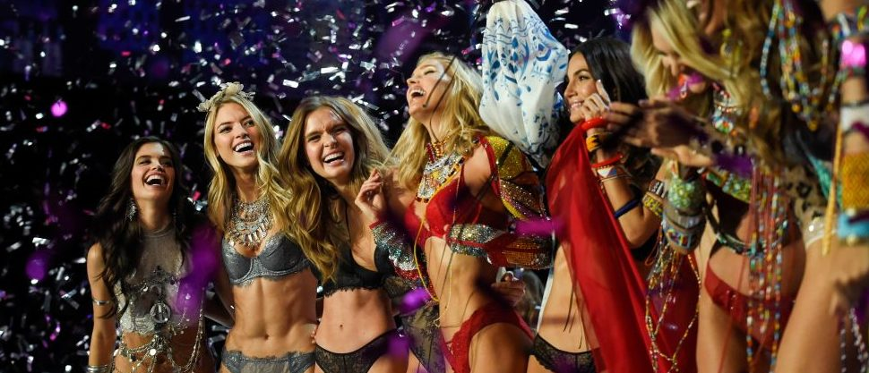 Models celebrate during the 2017 Victoria's Secret Fashion Show in Shanghai on November 20, 2017. / AFP PHOTO / FRED DUFOUR / RESTRICTED TO EDITORIAL USE (Photo credit should read FRED DUFOUR/AFP/Getty Images)