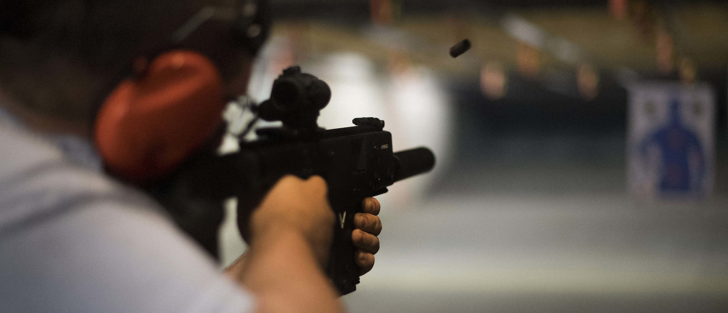 Ryan Salmon fires an assault rifle at the Lynchburg Arms & Indoor Shooting Range in Lynchburg, Virginia, on October 20, 2017. (Photo: JIM WATSON/AFP/Getty Images)