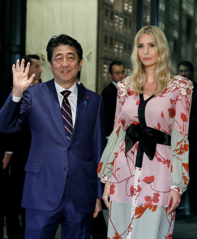 Ivanka Trump, Advisor to US President Donald Trump, is welcomed by Japanese Prime Minister Shinzo Abe for a dinner at a restaurant in Tokyo, Japan, 3 November 2017. REUTERS/Kimimasa Mayama/Pool - RC1CC057A6B0