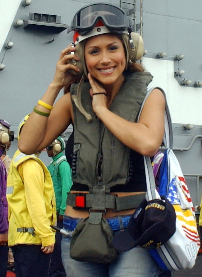 Leeann Tweeden, departs the Nimitz-class aircraft carrier USS Harry S. Truman (CVN 75), in the Gulf south of Iraq, December 15, 2004. REUTERS/HO/US military/Mate Airman Kristopher Wilson