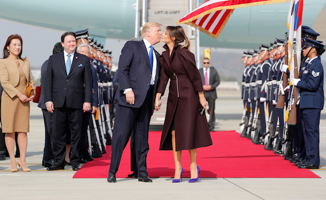 U.S. President Donald Trump and first lady Melania arrive in Seoul, South Korea, November 7, 2017. REUTERS/Jonathan Ernst TPX IMAGES OF THE DAY - RC12B9871CD0