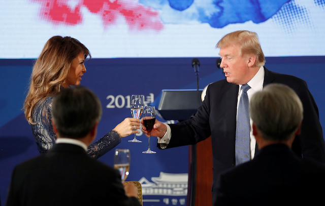 U.S. President Donald Trump and first lady Melania share a toast during a state dinner hosted by South Korea's President Moon Jae-in at the Blue House in Seoul, South Korea November 7, 2017. REUTERS/Jonathan Ernst - RC12FAC9DC00