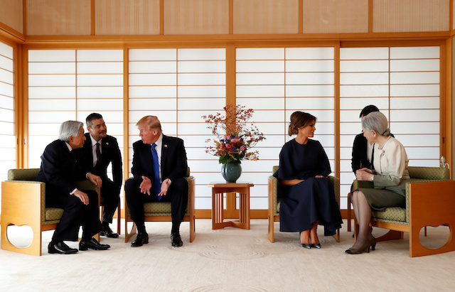 U.S. President Donald Trump (3rd R) talks with Japan's Emperor Akihito (L) while his wife Melania (3rd R) talks with Empress Michiko (R) at the Imperial Palace in Tokyo, Japan November 6, 2017. REUTERS/Issei Kato - RC1CD3323AE0