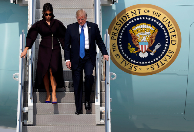 U.S. President Donald Trump and first lady Melania arrive in Seoul, South Korea, November 7, 2017. REUTERS/Jonathan Ernst - RC1BFD1D2630