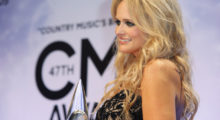 Miranda Lambert poses backstage with her Female Vocalist of the Year award at the 47th Country Music Association Awards in Nashville, Tennessee November 6, 2013.     REUTERS/Eric Henderson (UNITED STATES  - Tags: ENTERTAINMENT)   - TB3E9B70F0E26
