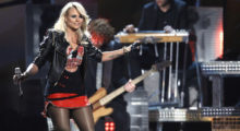 "Singer Miranda Lambert performs ""Somethin' Bad"" onstage at the 2014 Billboard Music Awards in Las Vegas, Nevada May 18, 2014.  REUTERS/ Steve Marcus  (UNITED STATES-Tags: ENTERTAINMENT)(BILLBOARDAWARDS-SHOW) - TB3EA5J071G1I"