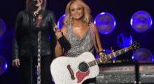 Miranda Lambert accepts the award for female vocalist of the year during the American Country Countdown Awards in Nashville, Tennessee December 15, 2014.   REUTERS/Harrison McClary (UNITED STATES  - Tags: ENTERTAINMENT)   - TB3EACG05ERXP