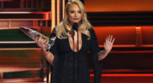 51st Country Music Association Awards ñ Show - Nashville, Tennessee, U.S., 08/11/2017 - Miranda Lambert accepts the Female Vocalist of the Year award. REUTERS/Mario Anzuoni - HP1EDB90AC4Q7