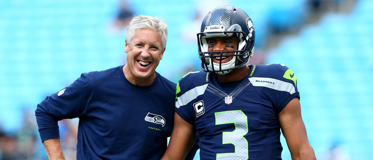 Russell Wilson Dresses As Pete Carroll - The Daily Caller Russell Wilson Goes As Pete Carroll For Halloween - Was It A Good Costume? - 웹