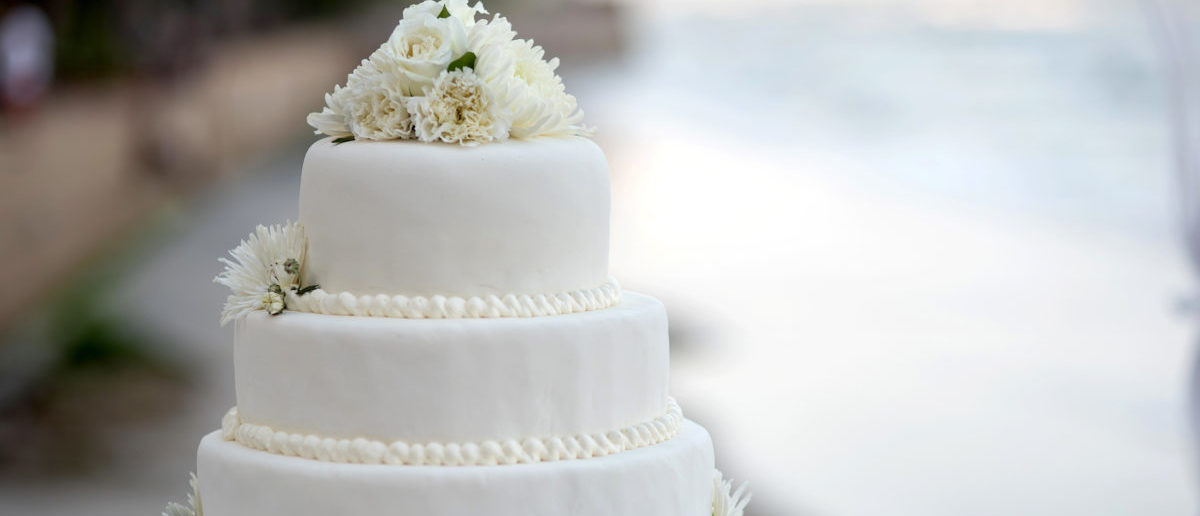 An Oklahoma woman faces a 10-year prison sentence after it was revealed that she married her mother. (Photo: Wedding cake/ Pupae/Shutterstock)