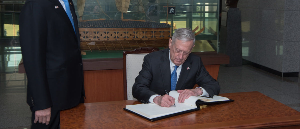 Defense Secretary Jim Mattis signs the guest book following a South Korean honor guard ceremony hosted by their South Korean counterparts Minister Song Young-moo and Air Force Gen. Jeong Kyeong-doo during a visit to Seoul, South Korea, Oct. 28, 2017. (DoD photo by US Army Sgt. Amber I. Smith)