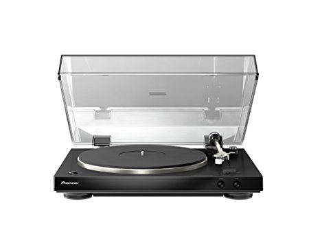 Normally $300, this stereo turntable is 47 percent off today (Photo via Amazon)