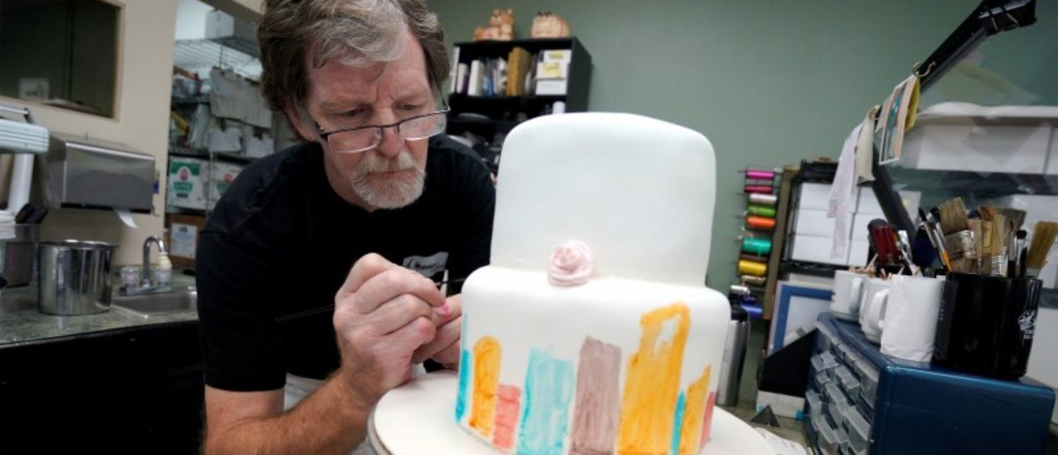 FILE PHOTO: Baker Jack Phillips decorates a cake in his Masterpiece Cakeshop in Lakewood, Colorado U.S. September 21, 2017. Picture taken September 21, 2017. REUTERS/Rick Wilking/File Photo