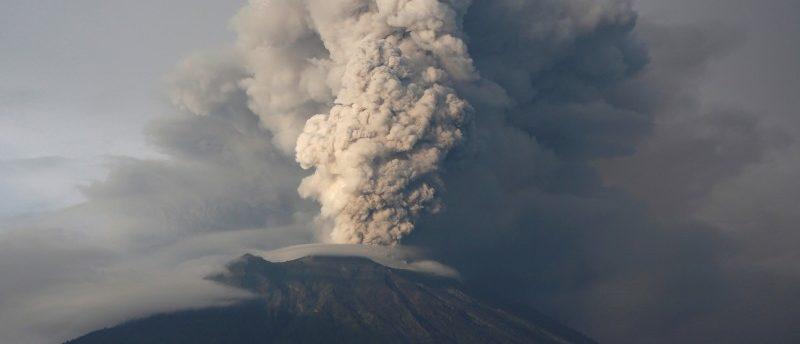 FILE PHOTO: Mount Agung volcano erupts as seen from Kubu, Karangasem Regency, Bali, Indonesia November 28, 2017. REUTERS/Darren Whiteside/File Photo