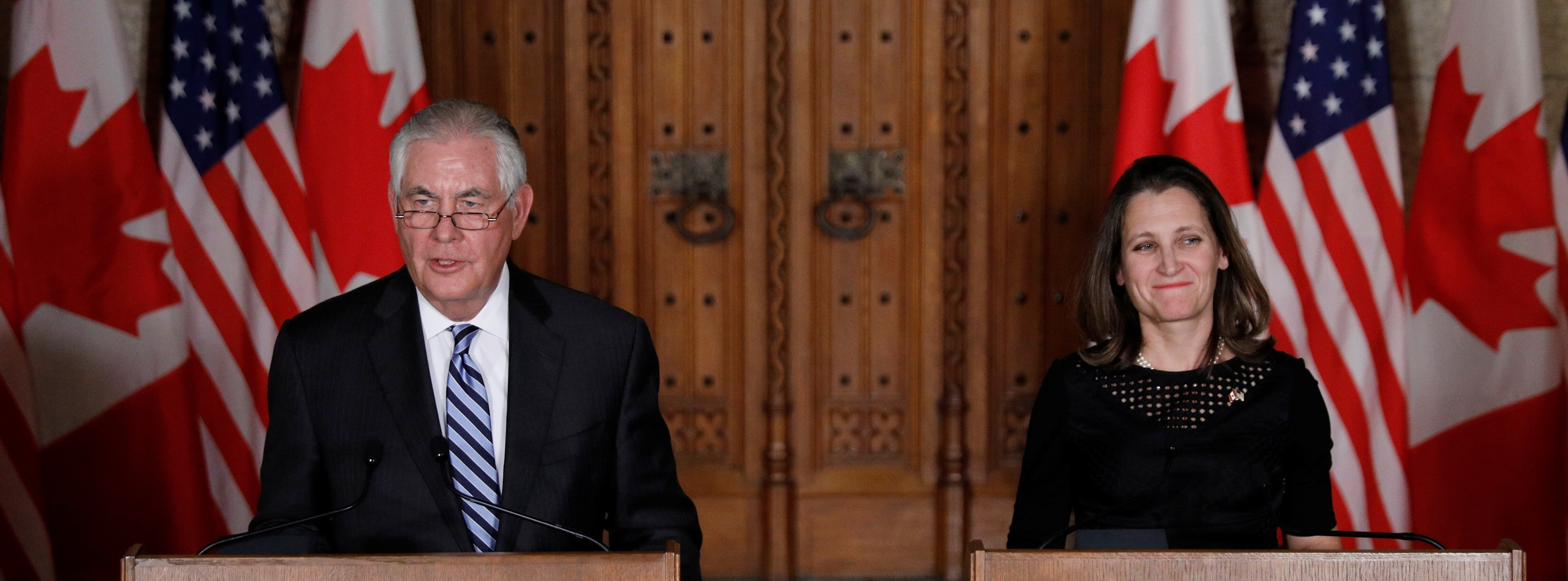 U.S. Secretary of State Rex Tillerson (L) and Canada's Foreign Minister Chrystia Freeland take part in a news conference on Parliament Hill in Ottawa, Ontario, Canada, December 19, 2017. REUTERS/Blair Gable - RC122CAB46E0