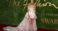 Poppy Delevingne posing on the red carpet after arriving at the British Fashion Awards 2017 in London on December 4, 2017.  (Photo credit/  DANIEL LEAL-OLIVAS/AFP/Getty Images)