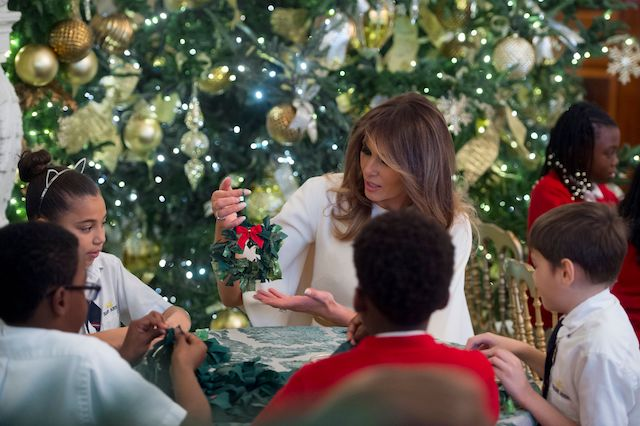 US First Lady Melania Trump makes Christmas decorations with children in the State Dining Room as she tours holiday decorations at the White House in Washington, DC, November 27, 2017. / AFP PHOTO / SAUL LOEB (Photo credit should read SAUL LOEB/AFP/Getty Images)