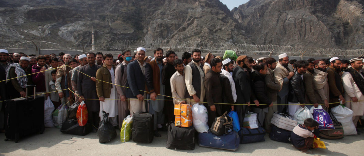 Afghan citizens wait to cross into their home country at the border post in Torkham, Pakistan, March 7, 2017. (Photo: REUTERS/Fayaz Aziz)
